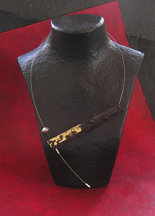 COLLIER CONTEMPORAIN ASYMETRIQUE EN EBENE